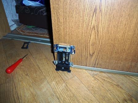 Ремонт шкафа купе замена роликов своими руками
